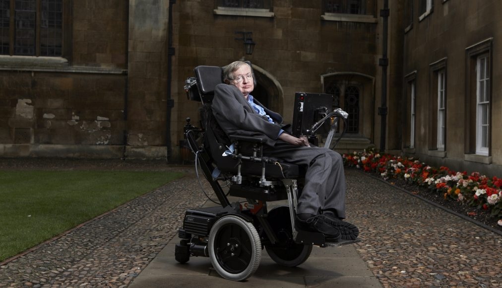 Stephen Hawking à Cambridge (2015) © CC FLICKR / CC / Lwp Kommunikáció