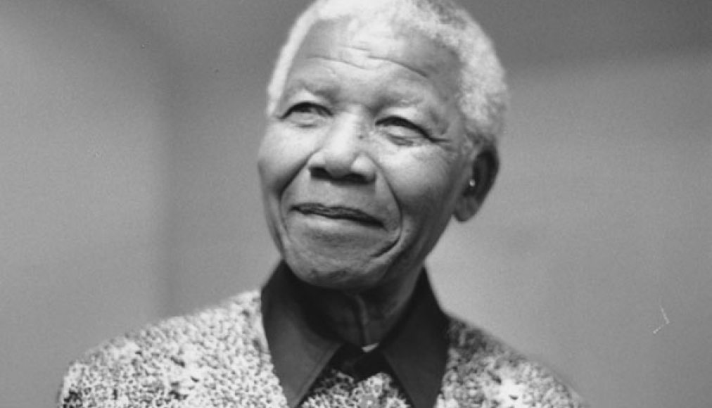 Nelson Mandela en 2000 / ©Library of the London School of Economics and Political Science, No restrictions, via Wikimedia Commons